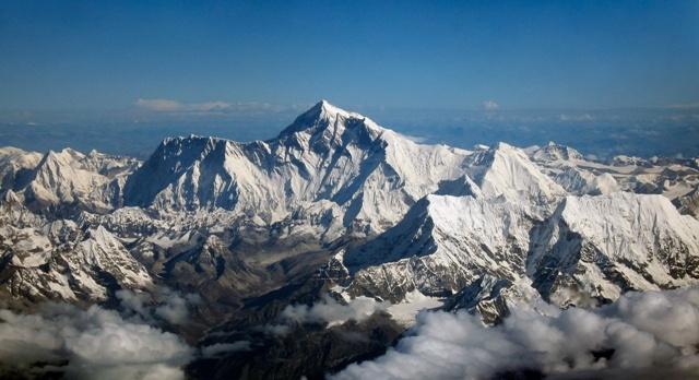 0405.Поглед към Еверест от самолет. Хоризонтът е равен и на нивото на погледа - Плоската Земя - СТАМАТ