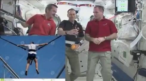 NASA - Актьори-астронавти закачени с тънки жици на хамути 3 - Плоската Земя - СТАМАТ