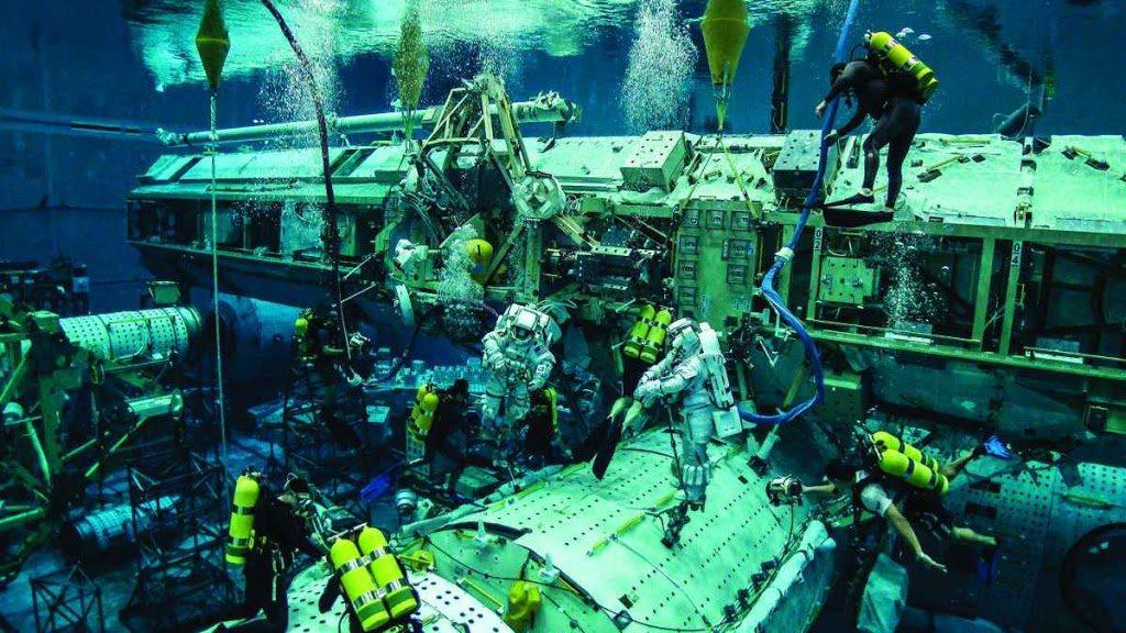 NASA-Лабораторията за Неутрална Плаваемост - сцената за фалшифициране на открития космос 1 - Плоската Земя - СТАМАТ