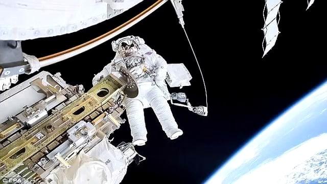 CGI-монтаж на зелен екран - инсценировка на открит космос 1 - Плоската Земя - СТАМАТ
