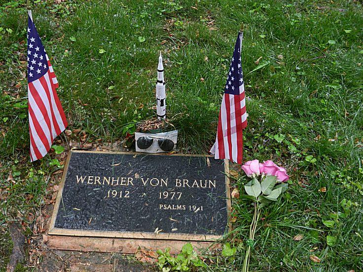 Небесата разказват Божията слава и Небесната Твърд възвестява делото на ръцете Му - гробът на Вернер фон Браун - Плоската Земя - СТАМАТ