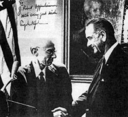 Масонът 33-та степен Опенхаймер и Масонът 3-та степен Президента Линдън Б. Джонсън - Плоската Земя - СТАМАТ