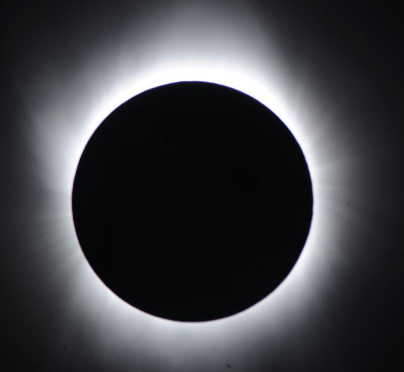 Лунни и Слънчеви затъмнения са оптични ефекти, получени вследствие модификация на инклинацията на Небесната Твърд - Плоската Земя - СТАМАТ